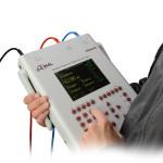 Analizator SFRA45 jest  zasilany z baterii wewnętrznych, oferujących autonomiczną pracę w ciągu 3 godzin