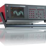 Analizator PPA5500 wyposażony w uchwyt do transportowania, który może być rozmieszczony pod obudową gdy nie jest używany